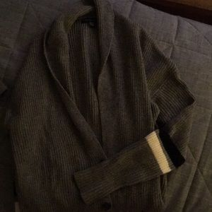 American Eagle sweater with pockets